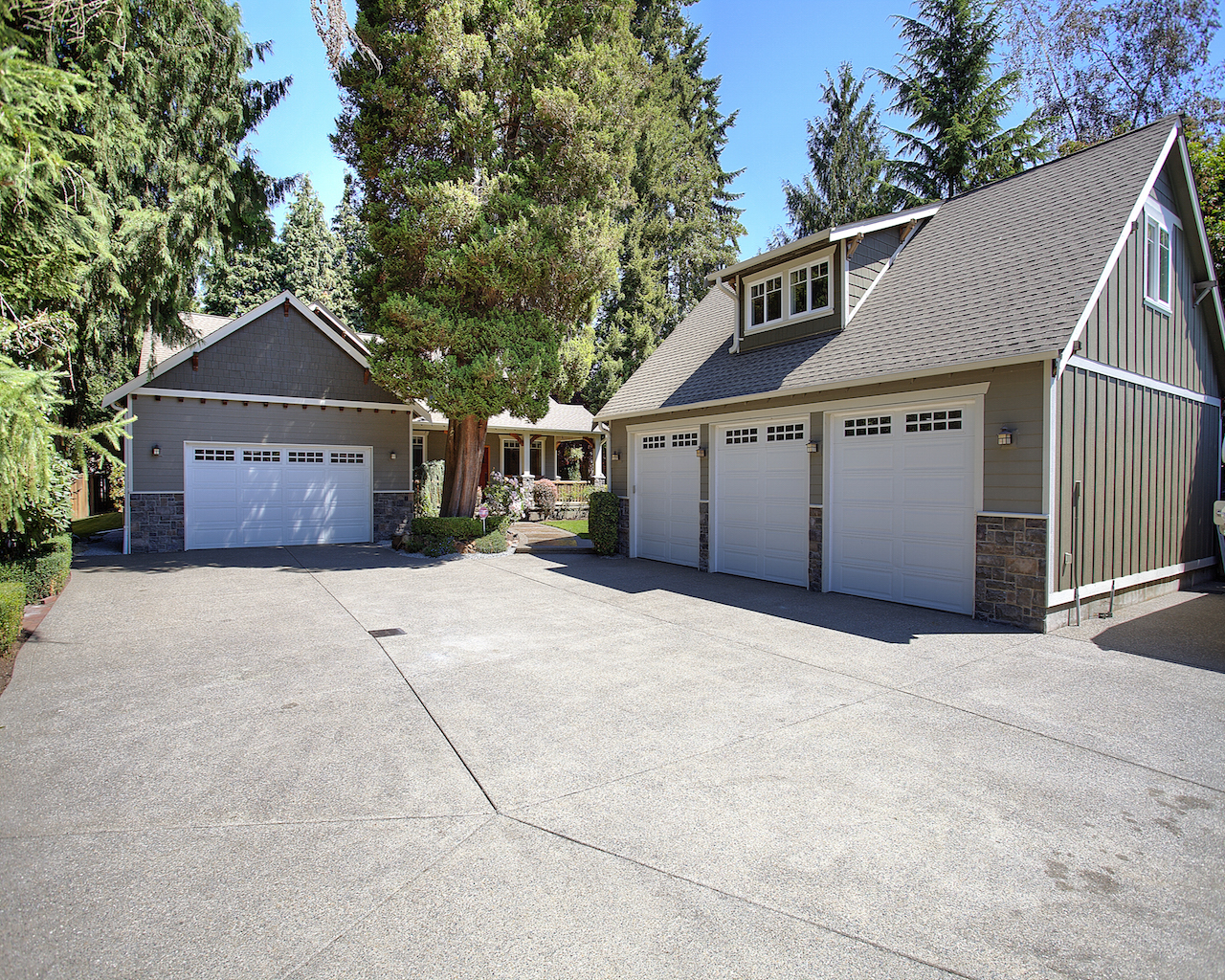 Incredible 4 bedroom home with a separate 3 car garage and for Homes with three car garages